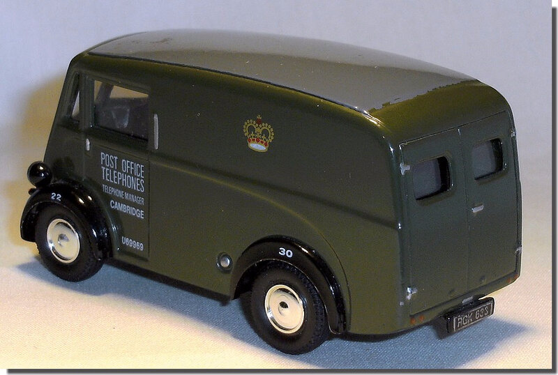 Corgi Morris J Van 08 RGK633 Post Office 02