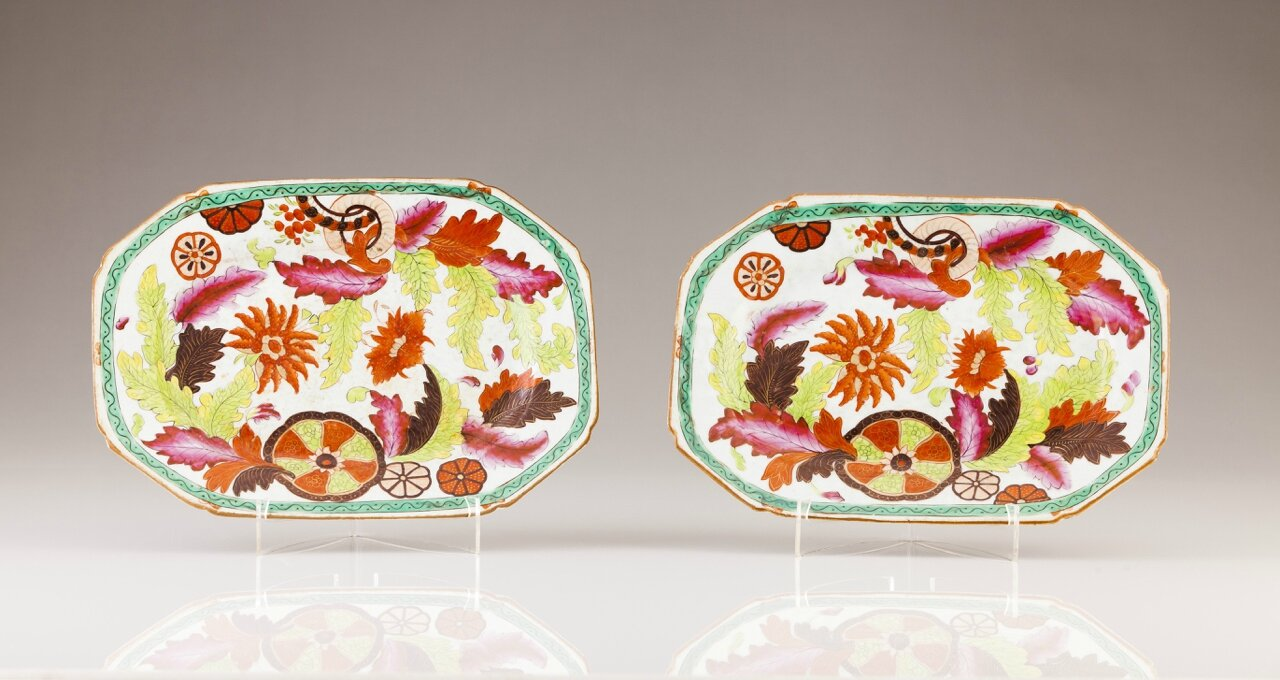 "A pair of octogonal ""Tea-Leaf"" dishes, Chinese export porcelain, Qianlong Period (1736-1795)"
