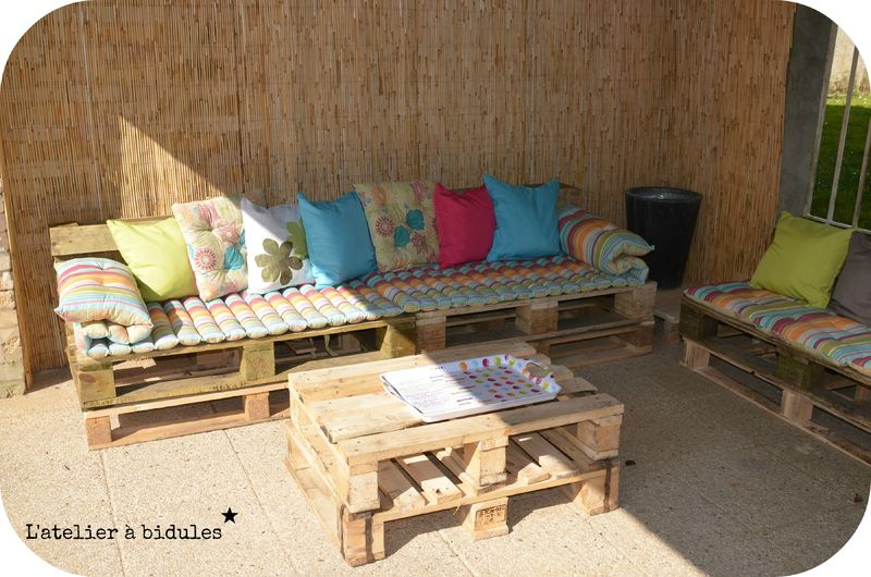 salon de jardin fait en palette une srie de crations faire partir de palettes jolie crativit. Black Bedroom Furniture Sets. Home Design Ideas