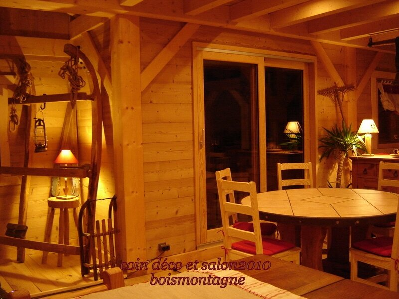 int rieur chalet 100 1 photo de chalet poteaux poutres. Black Bedroom Furniture Sets. Home Design Ideas