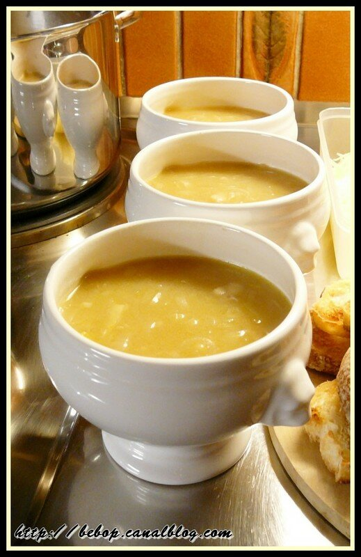 Soupe l 39 oignon gratin e plaisir des papilles - Soupe a l oignon gratinee ...