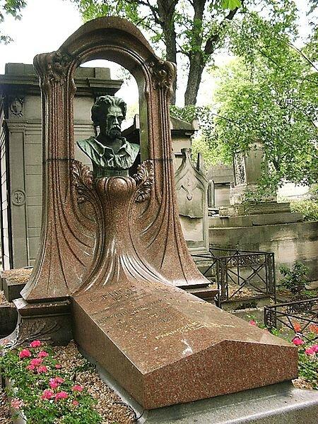 450px-Zola_grave_on_cimetiere_de_montmartre_paris_02[1]