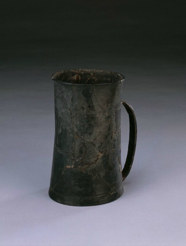 Black pottery single cup, Neolithic, Longshan culture (3000 BC - 1900 BC), caliber 8cm, foot 8cm, high 12