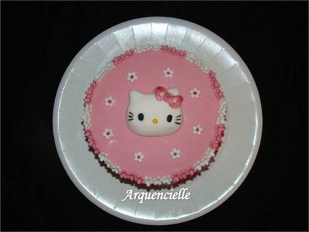 G_teau_Hello_Kitty_rose_et_blanc_dessus