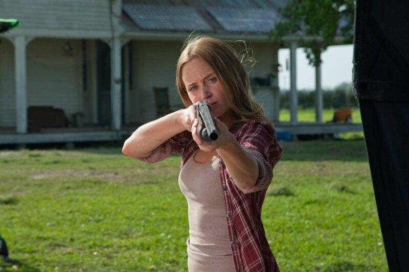 Emily-Blunt-in-Looper-2012-Movie-Image
