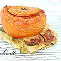 Tomates farcies aux ravioles sur lit de courgette