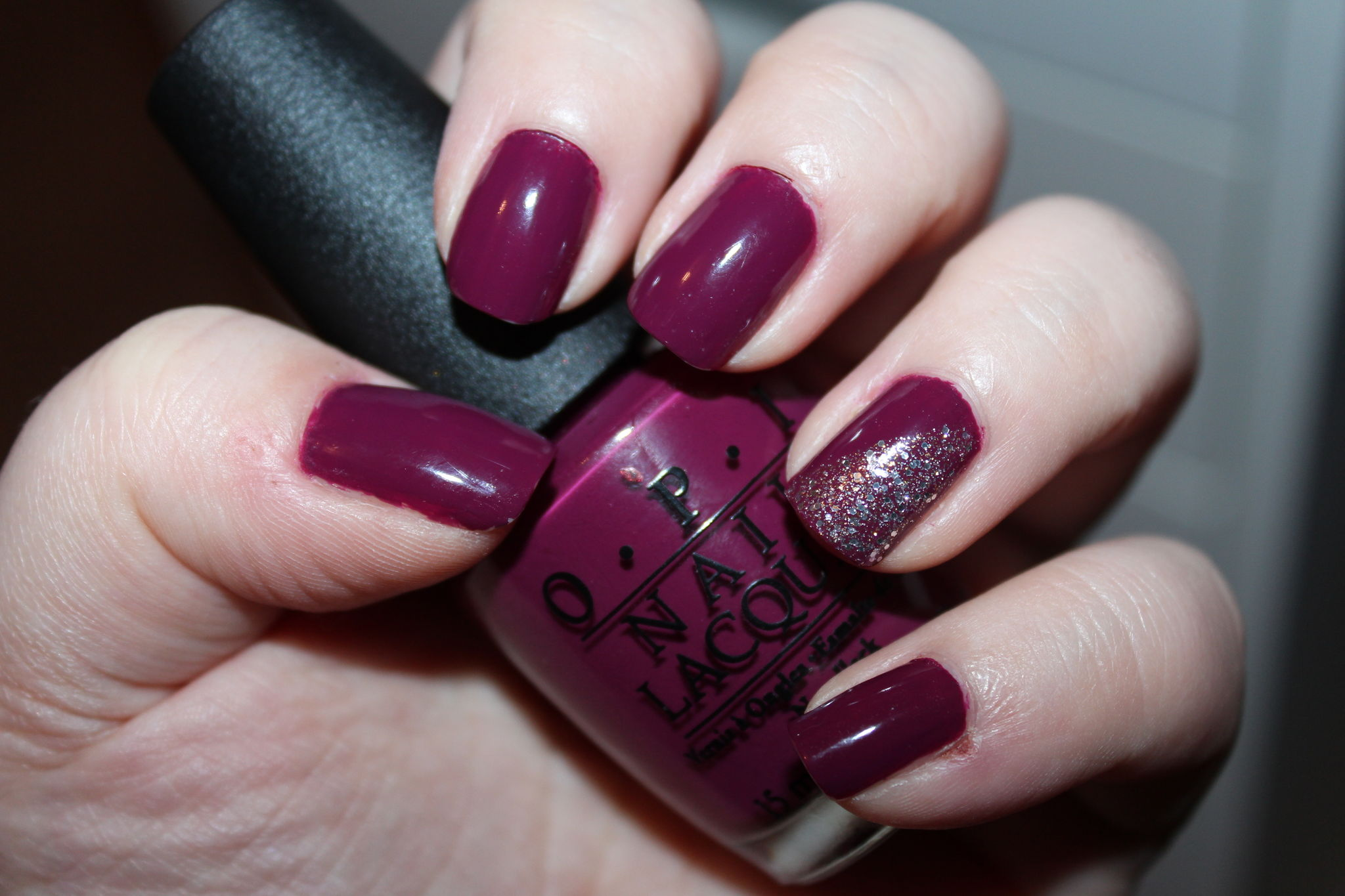Top Review : Casino Royale d'OPI (+ Halo d'Orly en accent nail) - Les  NC38