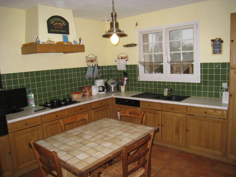 Cuisine equipee de 11 m vente maison lintot les bois 76590 for Cuisine equipee en bois