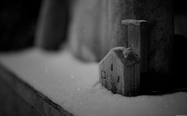 Small-house-in-the-snow-wallpaper_4911