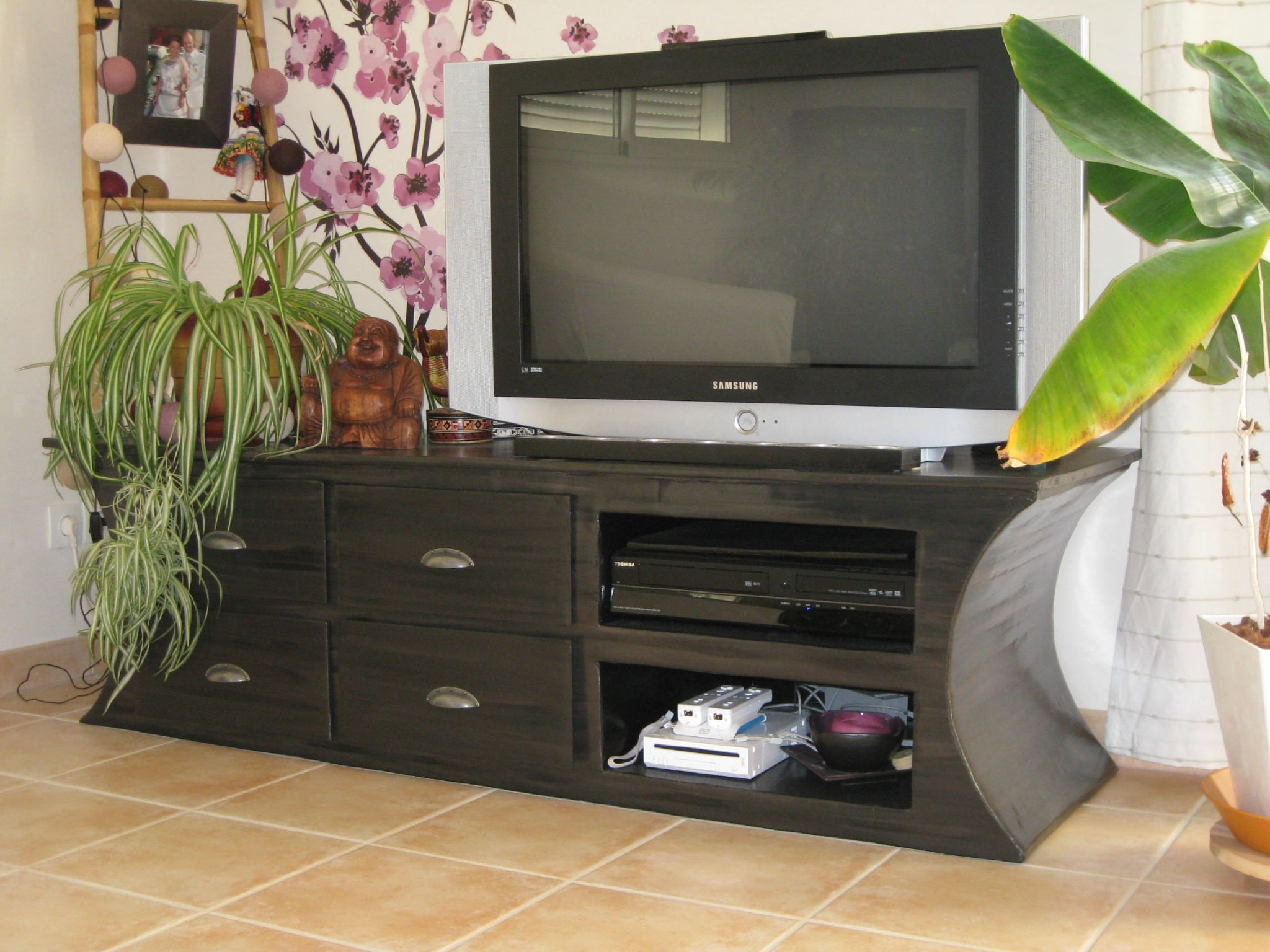 meuble tv photo de meubles en carton style contemporain la f e kraft. Black Bedroom Furniture Sets. Home Design Ideas