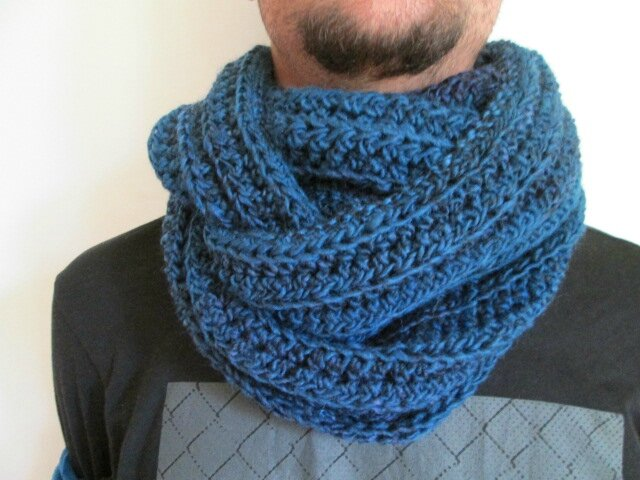 Snood Mr Mars (2)
