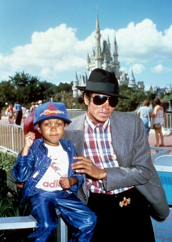 October-1984-Michael-Jackson-and-Emanuel-Lewis-at-Disney-World-michael-jackson-7429388-1260-1771