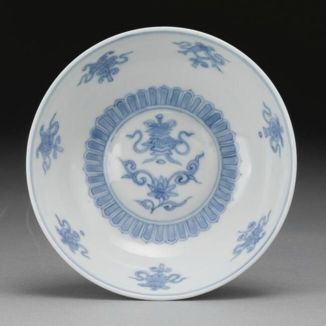 A small blue and white 'bajixiang' bowl, Wanli mark and period (1573-1620)