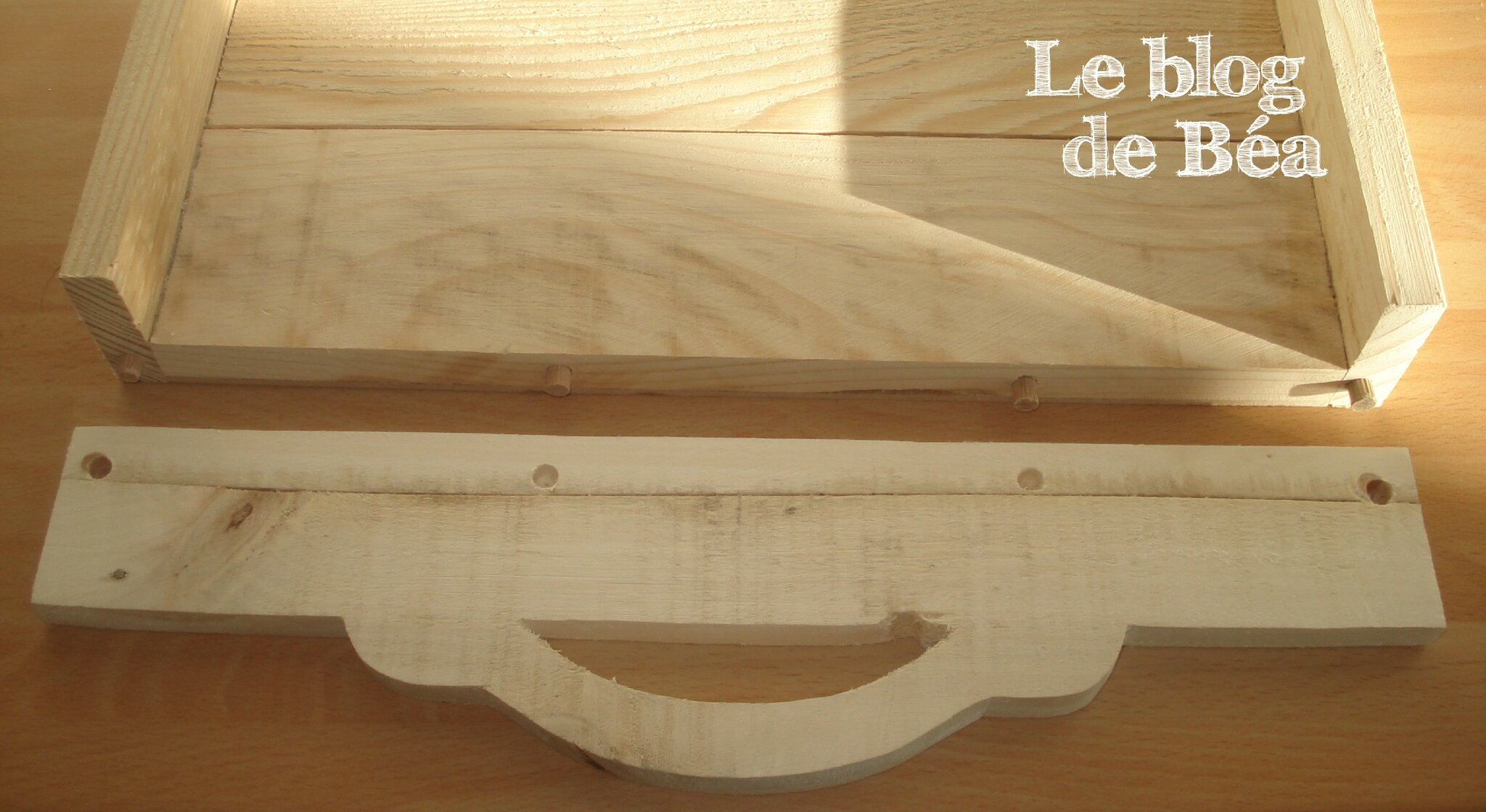diy plateau en bois de palette le blog de b a. Black Bedroom Furniture Sets. Home Design Ideas