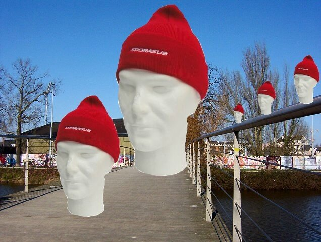 AEV 1718-20 bonnets rouges
