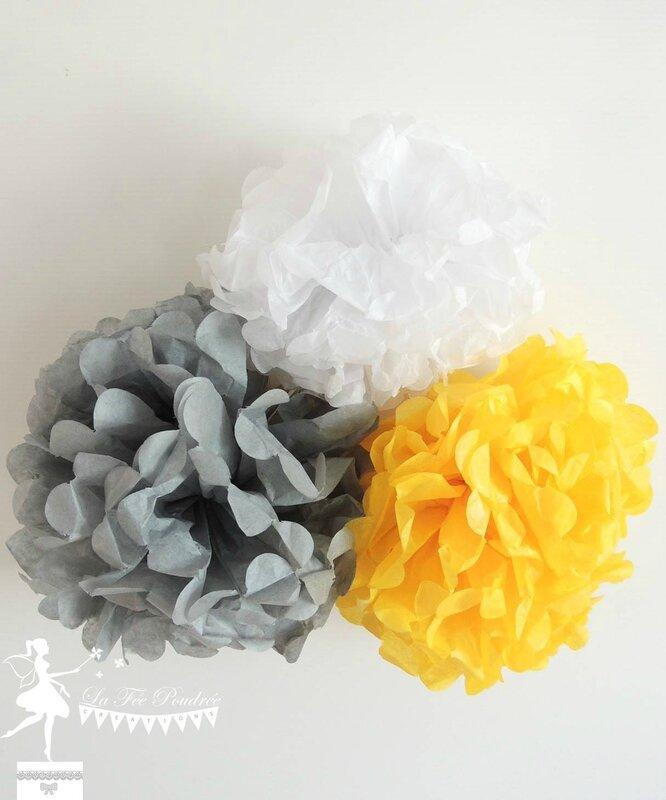 pompon papier soie jaune blanc gris décoration baptême mariage baby shower