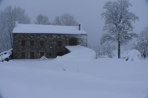 2008 12 15 La maison de Mr Bourette sous la neige