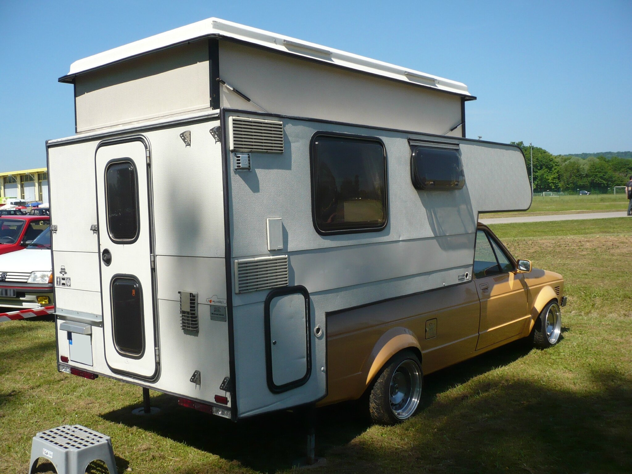 volkswagen caddy pick up avec cellule camping car vroom vroom. Black Bedroom Furniture Sets. Home Design Ideas