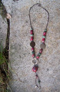 collier_sequins_framboise