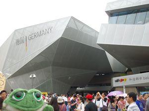 photo de brOOky devant le pavillon de l'Allemagne - Shanghai 2010