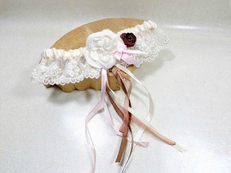 Jarretière de mariée bohème dentelle ivoire rose chocolat