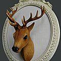 Vintage : trophe de chasse, tête de cerf en plastique sur cadre ovale