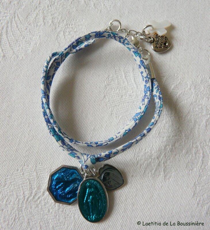 Bracelet Marie (sur ruban Liberty petites fleurs bleues) - 29 €