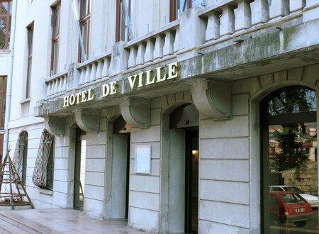 h_tel_de_ville_entr_e_du_public