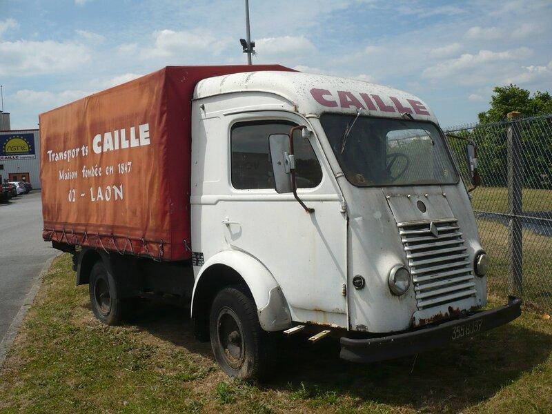 RENAULT Goélette camion léger bâché 1955 Laon (1)