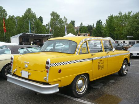 CHECKER Taxi Cab 4door Sedan Illzach (2)