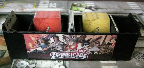 Zombicide fabrication d 39 un pr sentoir de cartes la for Porte zombicide