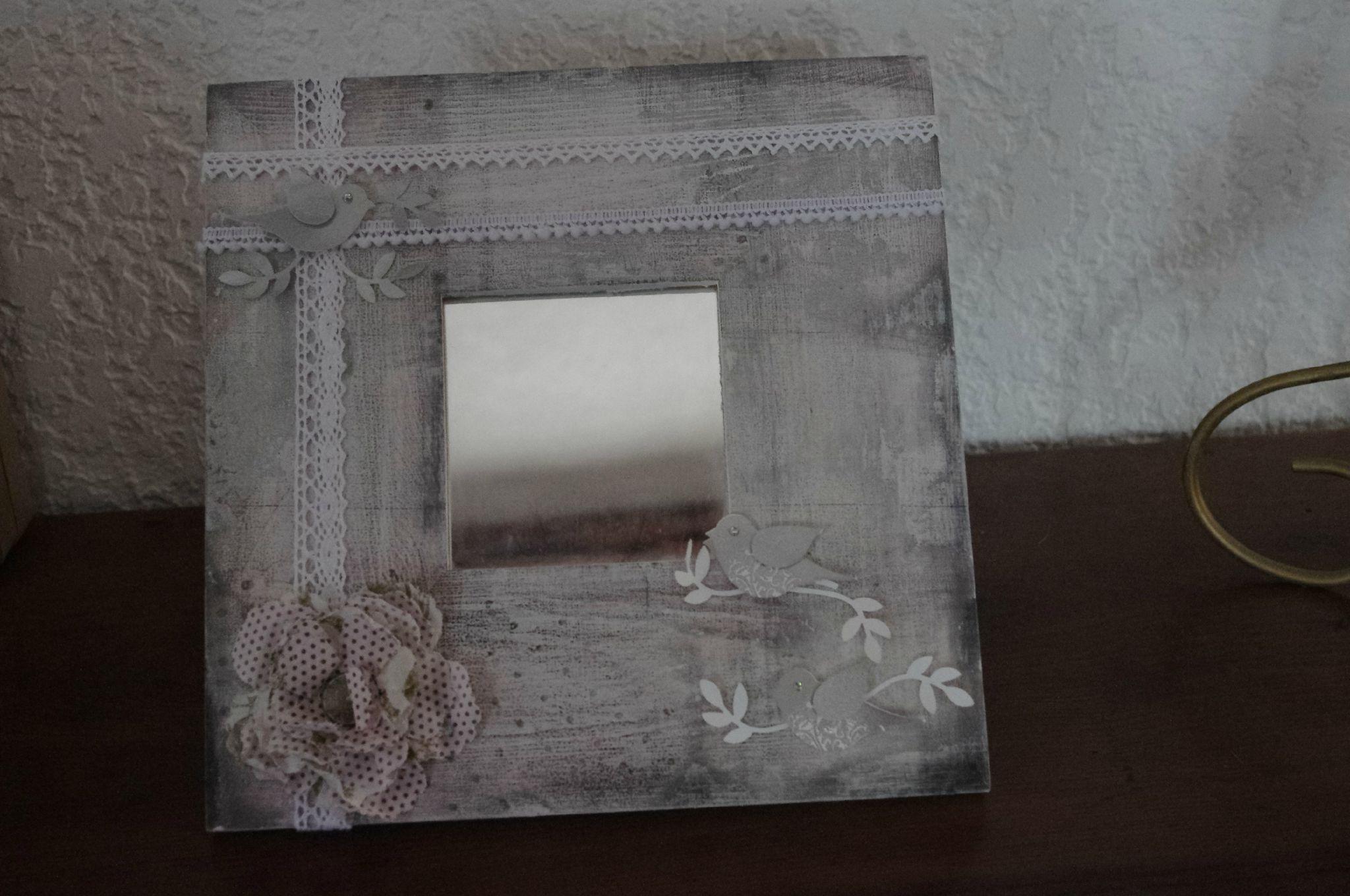 cadre photo miroir miroir ancien style baroque avec son cadre noir orn de moulures dores with. Black Bedroom Furniture Sets. Home Design Ideas