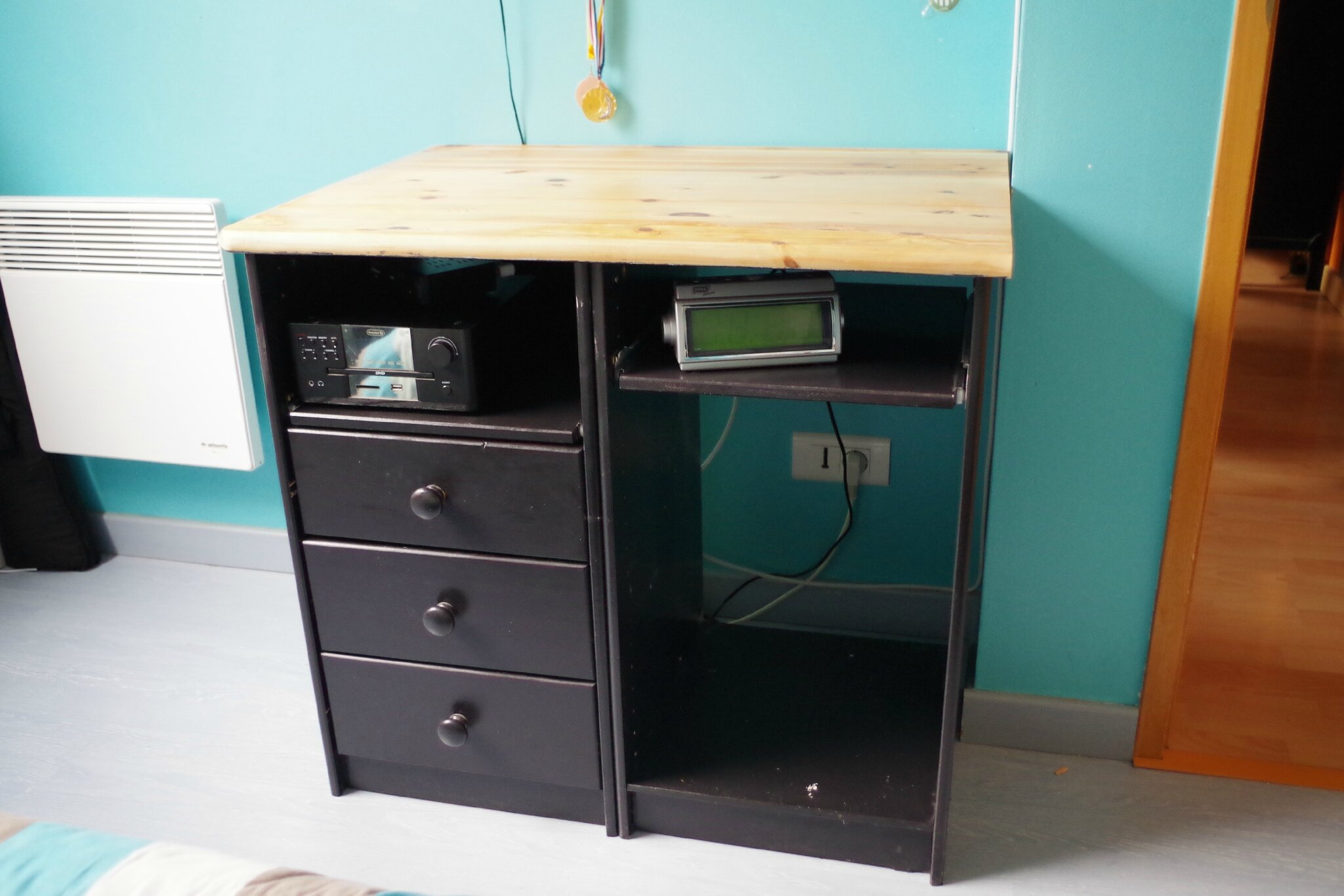 bureau transform en meuble tv renov sens. Black Bedroom Furniture Sets. Home Design Ideas