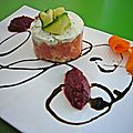 Charlotte de saumon frais et fromage tartare, coulis de betterave acidul 