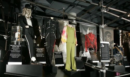 slideshow_1151161_012800_Obit_Michael_Jackson