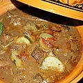 Tajine de foie de boeuf, concombre, tomates, raisin, menthe