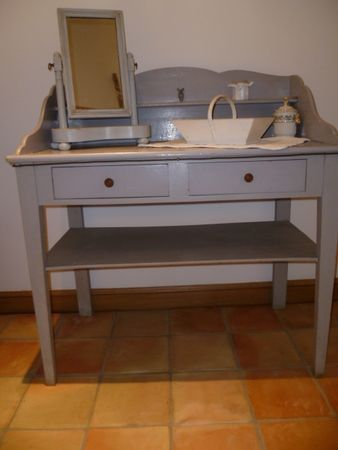 table_de_toilette_et_miroir