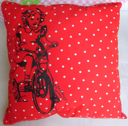 coussin_pois_rouge