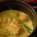 Tiens, il y avait longtemps ! ... du lait de coco : soupe de saumon au curry