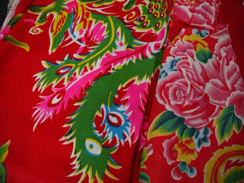 tissu traditionnel chinois fond rouge