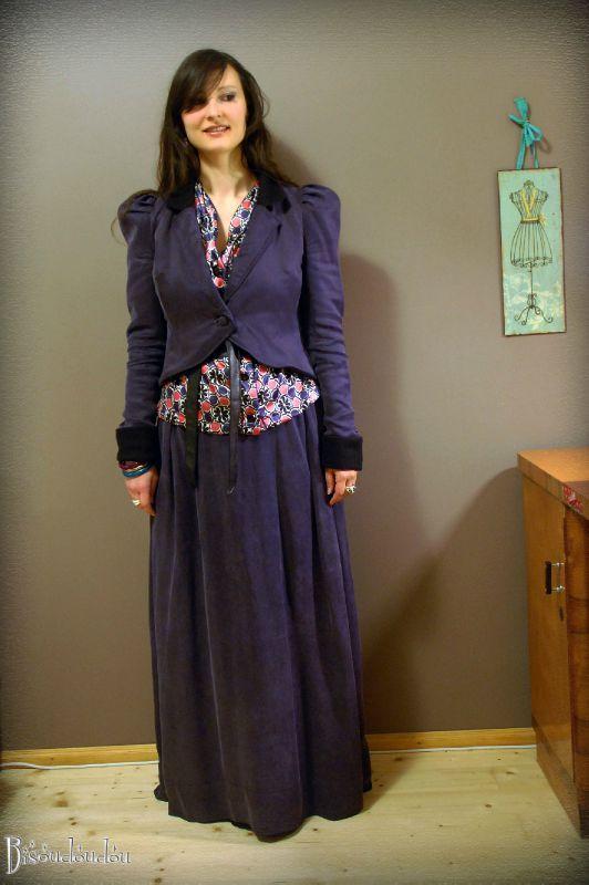 #06-jupe-longue,-veste-les-deux-font-la-paire,-chemise-colorée