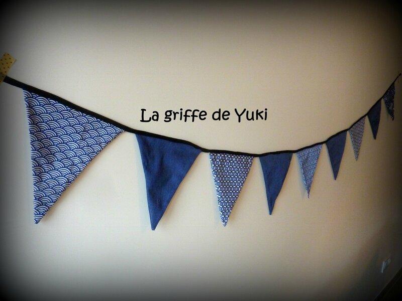 296 - Guirlande de fanions bleue (2)