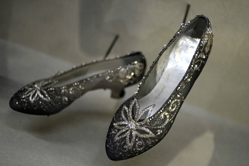 7773169102_chaussures-christian-dior-exposees-au-palais-galliera-a-paris