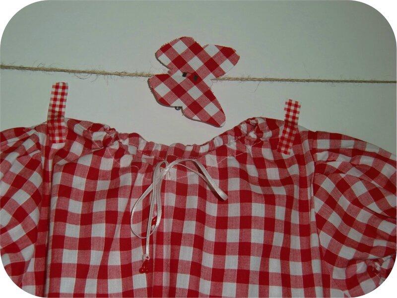 Détail robe rouge
