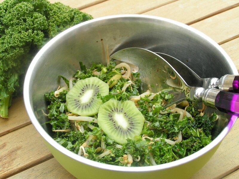 salade de chou kale, pousses de soja et kiwis (4)