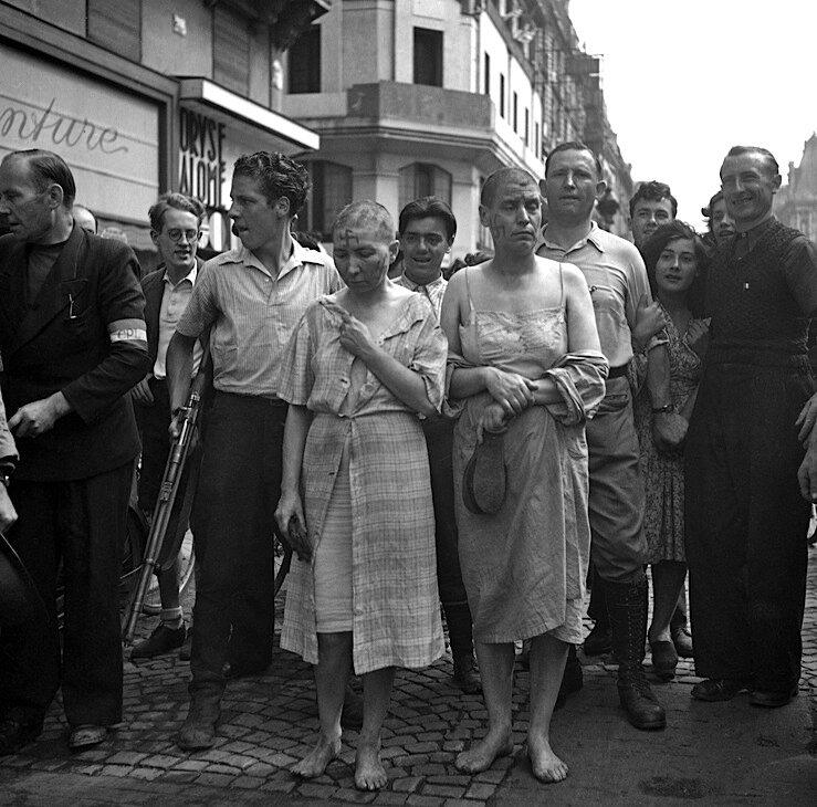 Photo de femmes tondues lors de la libération de Paris