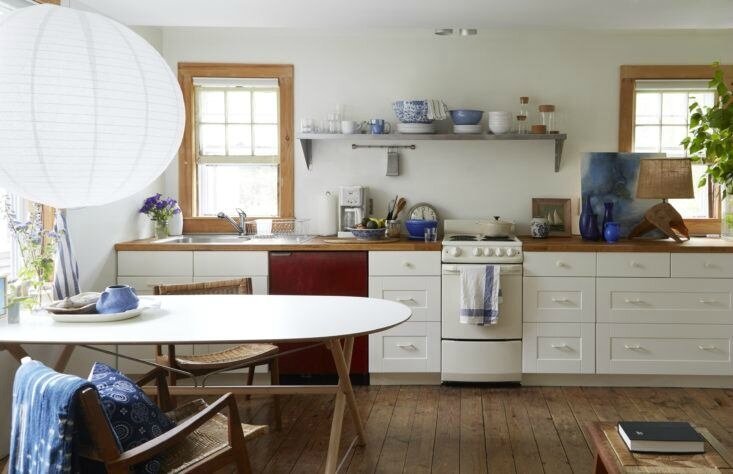 glenn-ban-stephen-johnson-provincetown-kitchen-733x474