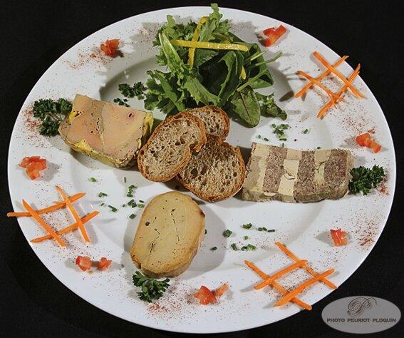 Trilogie_de_FOIE_GRAS_mi_cuit_marbre_confit_et_foie_gras_au_torchon_par_Patrick_Lasfargue_Le_Goldfish_a_Golfech_82