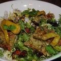 Carrés de ricotta aux herbes avec salade frisée