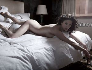 catherine_zeta_jones_nude_allure_03